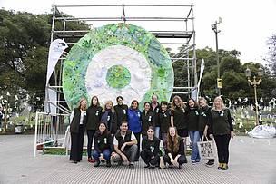 © Voluntarios en el Día del Medio Ambiente.