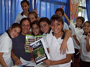 © Alumnos con la Caja Educativa de la Selva Misionera